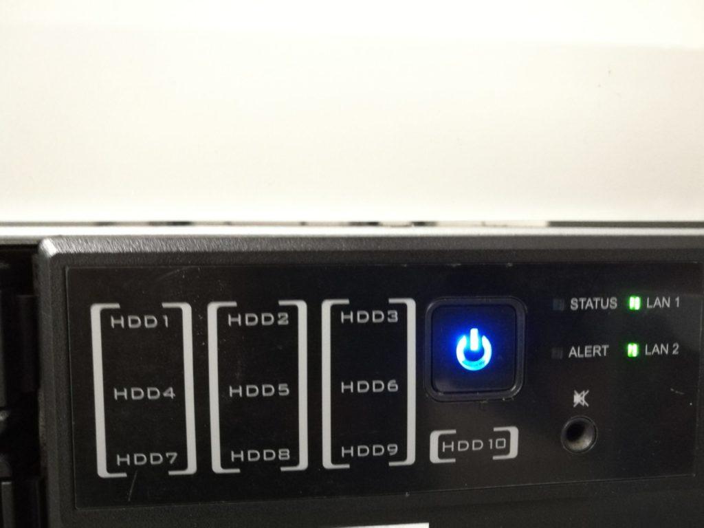 Blauer LED Fehler an einer Synology RS2212+